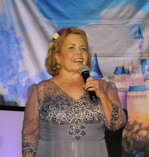 Kidney disease survivor turns 50 - Lori Hartwell